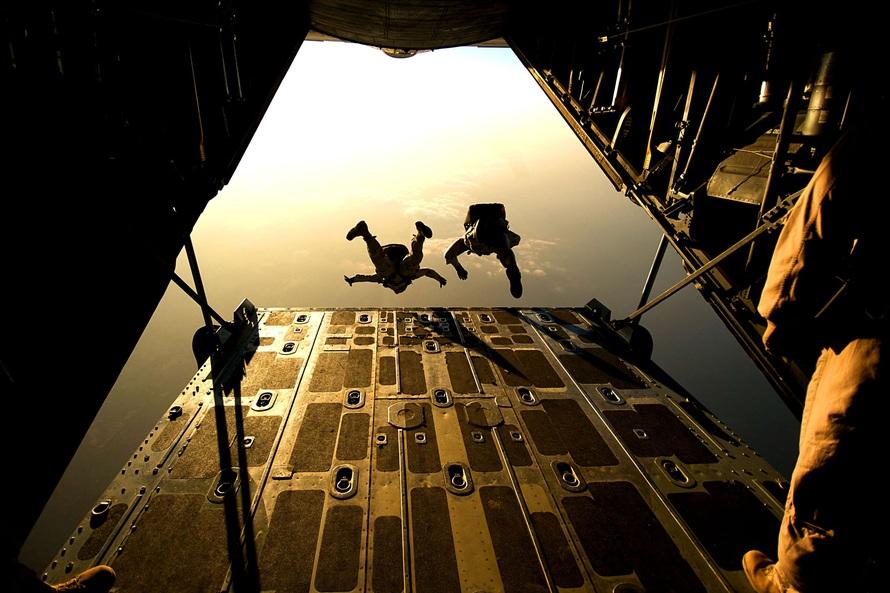 parachute-skydiving-parachuting-jumping-38447-large