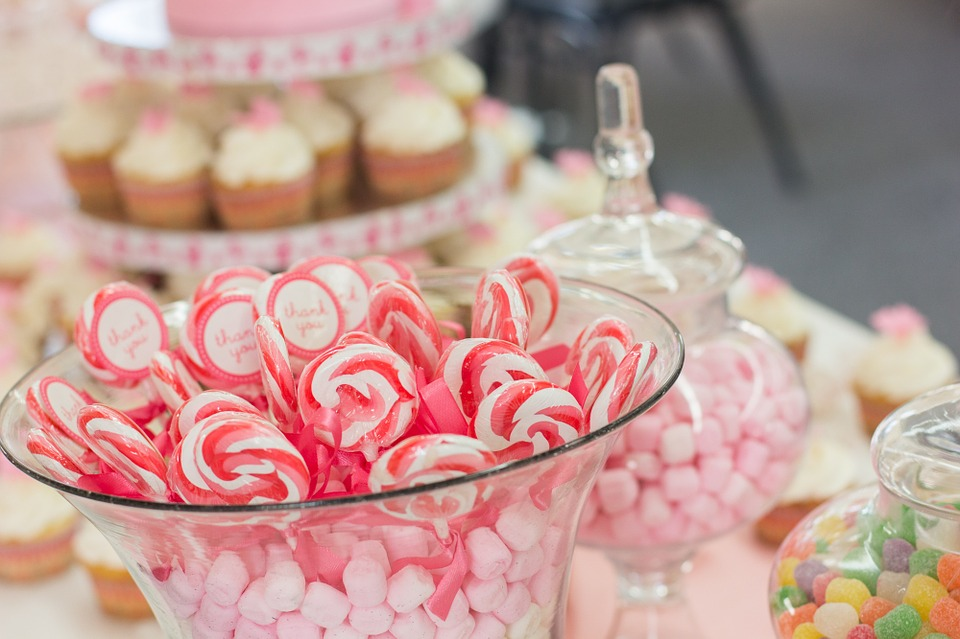 How To Make An Awesome Candy Buffet On A Small Budget
