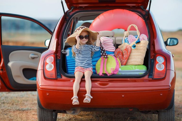 How to Save Money When Traveling With Family