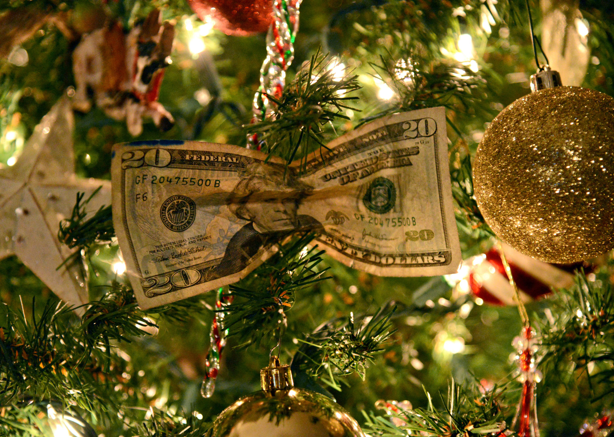 Cut Your Costs This Holiday Season With These Tricks