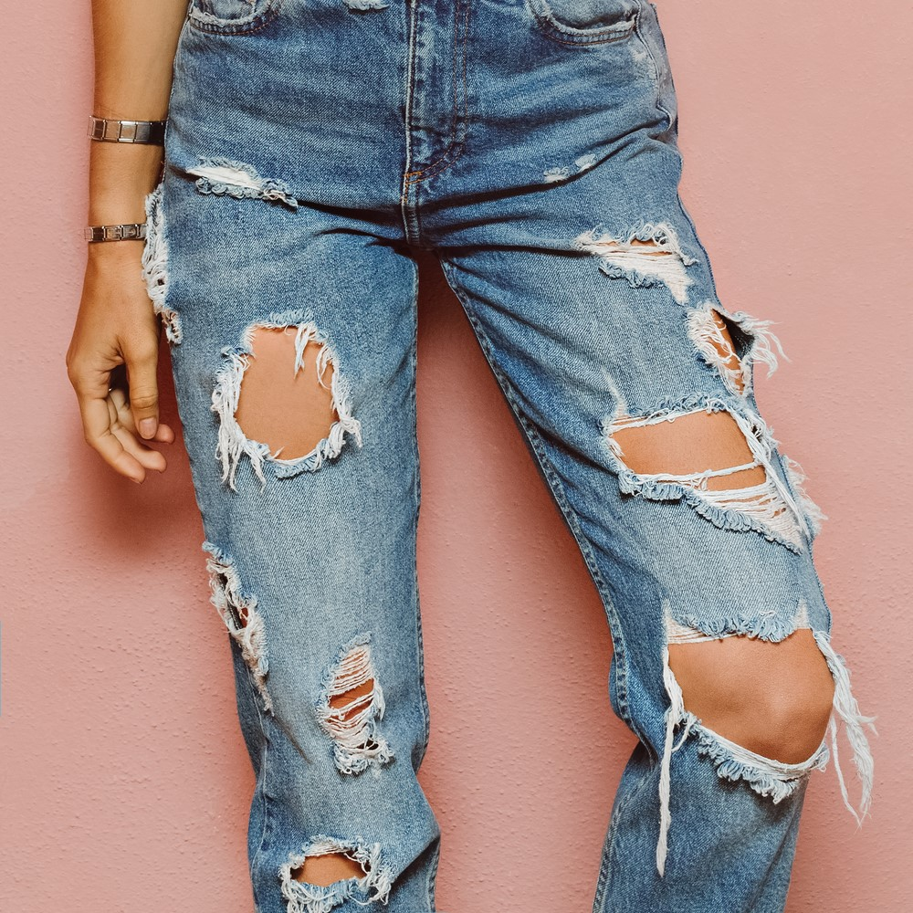 4 Simple Tutorials to Make Your Own Ripped Jeans