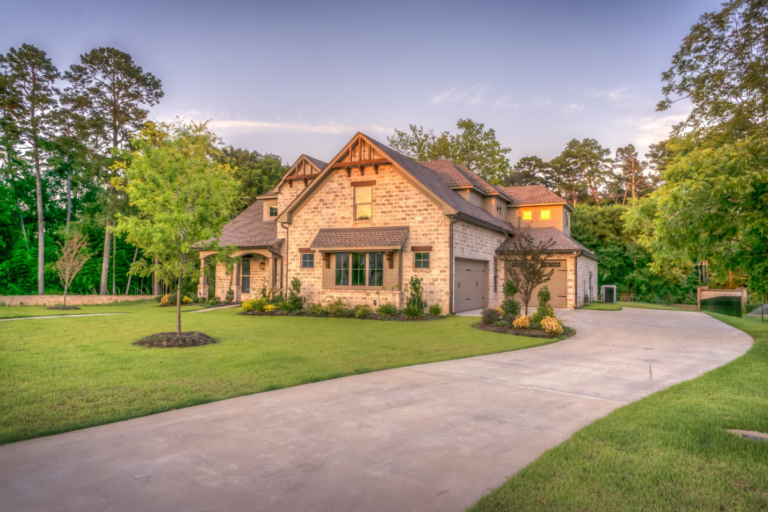 5 Cost-Saving Tips for an Impressive-Looking Lawn