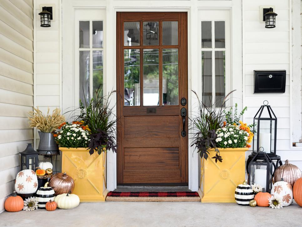 Top Tips for Improving Curb Appeal and Staging Your Home This Fall