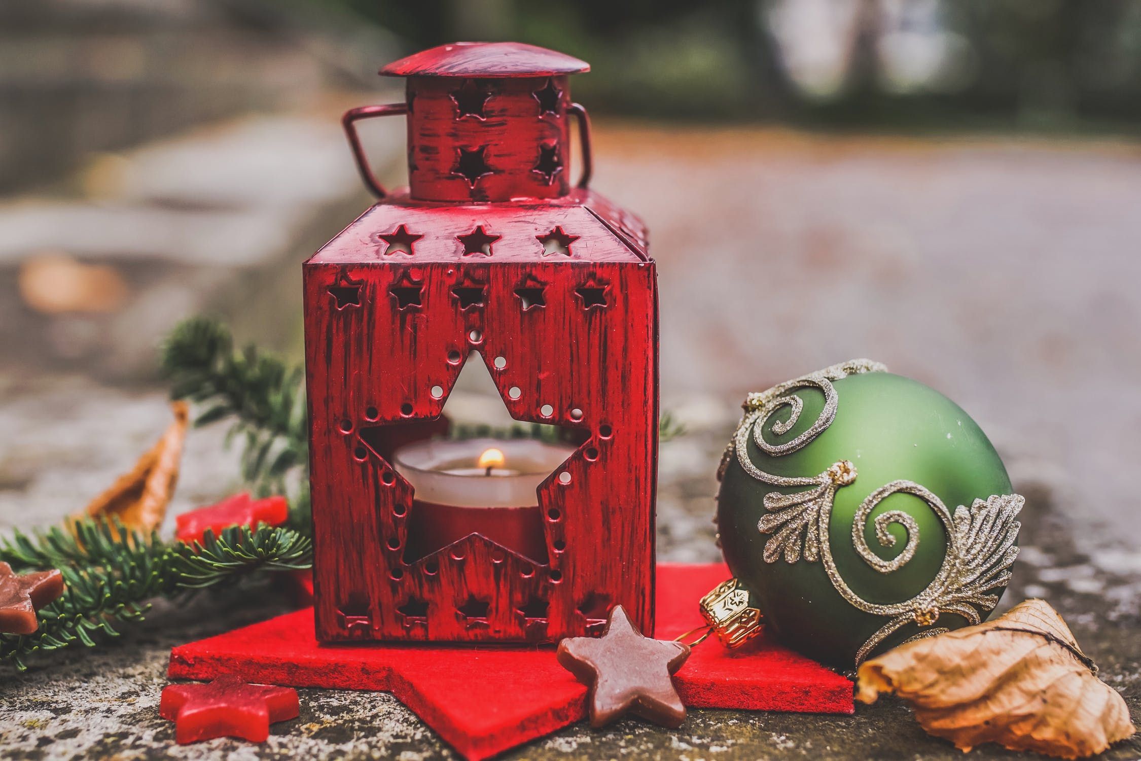 7 Christmas Decoration Ideas that Won't Break the Bank