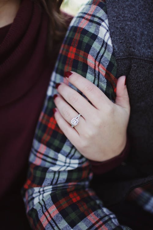 4 Qualities That Can Make an Engagement Ring Look Cheap