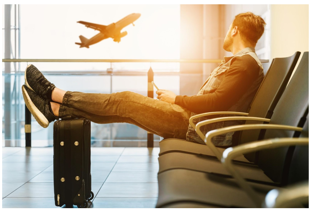 What to Wear on a Plane: A Guide on the Best Travel Clothes