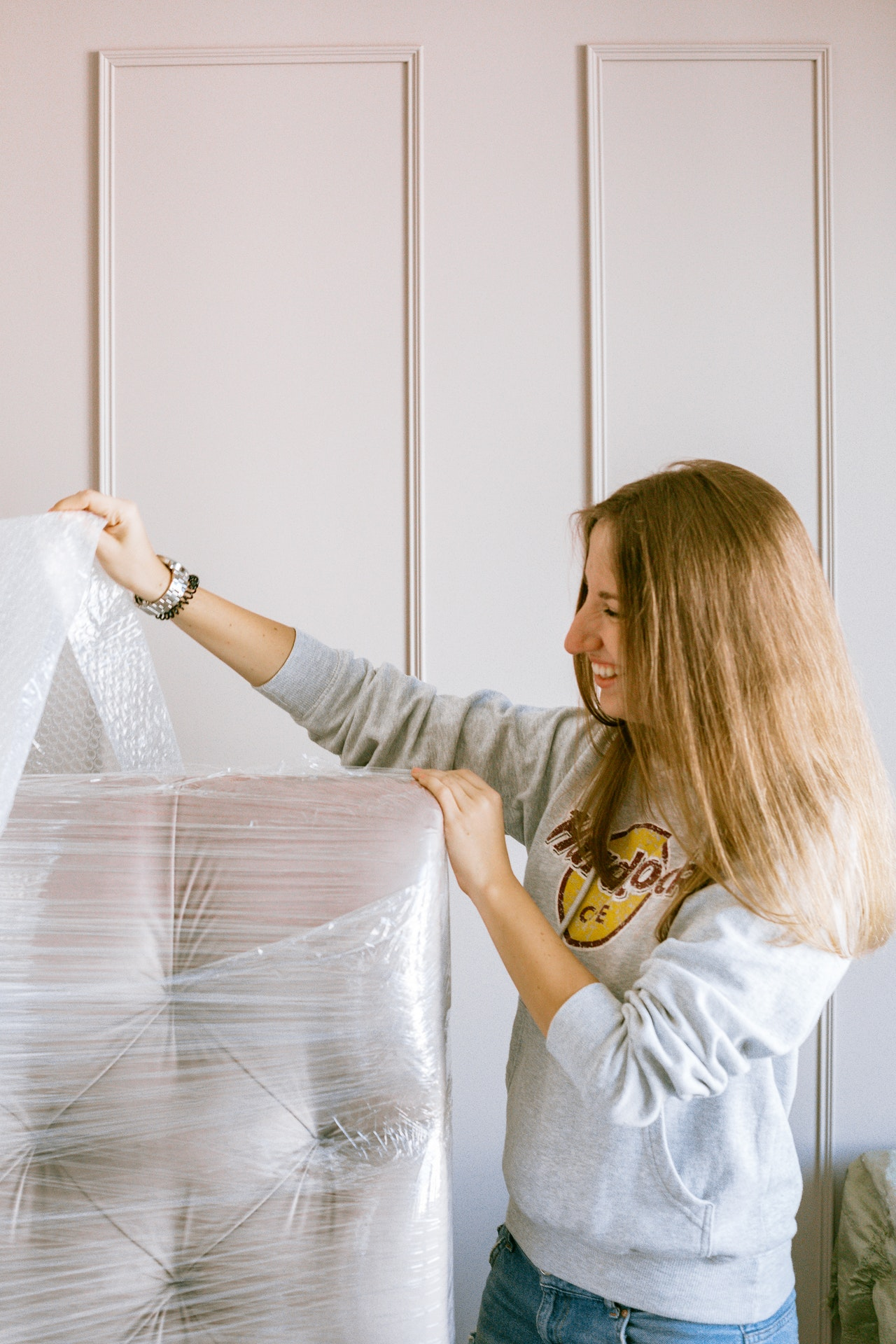 How Hiring Man & a Van Delivery Services Can Save You Money When Moving House