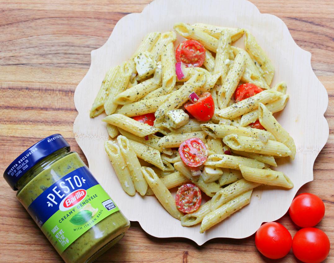 Easy Pesto Pasta Salad with Tomatoes & Mozzarella